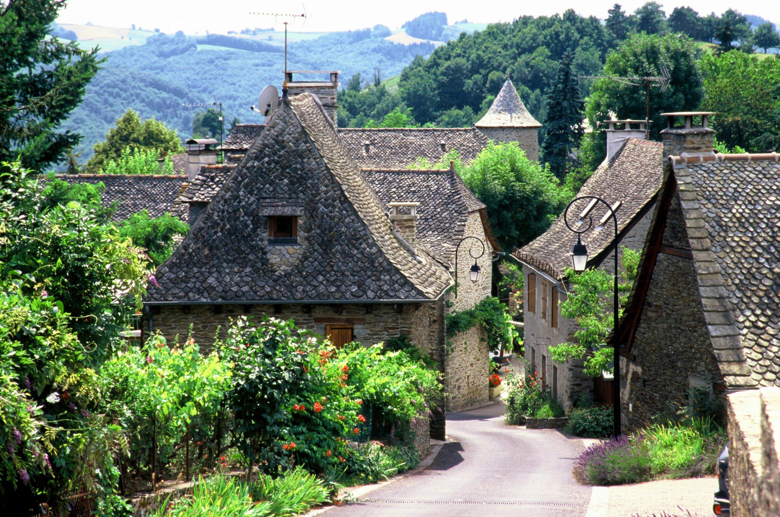 Le Fel le village rue principale