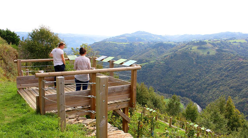 La vallée près de Le Fel
